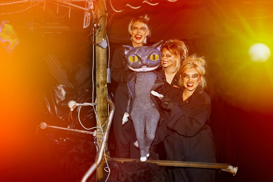 alices-adventures-underground-samantha-sutherland-abby-wain-and-alice-bounce-with-the-cheshire-cat-photo-by-jason-joyce