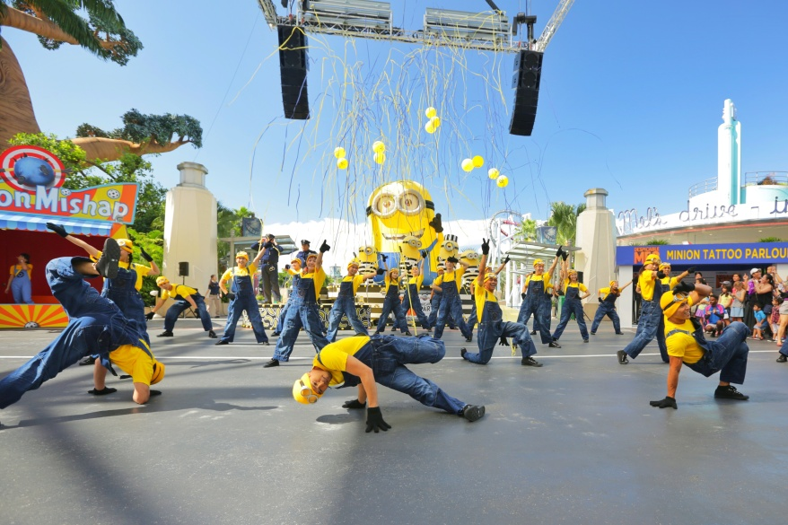 USS Despicable Me Breakout Party - Minion Mob 1
