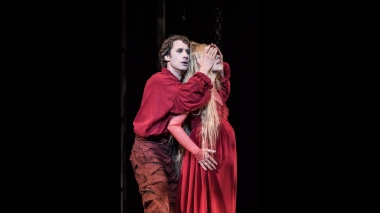 WNO-Pelleas-and-Melisande---Jacques-Imbrailo-(Pelleas)-and-Jurgita-Adamonyté-(Melisande).-Photo-credit---Clive-Barda-448_2400
