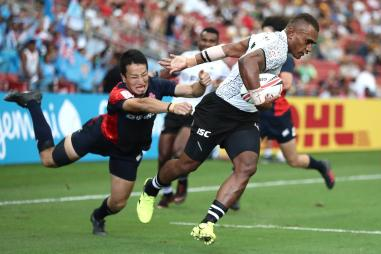 Fiji's Eroni Sau shakes off the Japan defense for a try on day one of the HSBC World Rugby Sevens Series in Singapore on 28th April, 2018. Photo credit Mike Lee - KLC fotos for World Rug