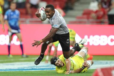 Fiji's Waisea Nacuqu breaks through the Australia defense for a try on day two of the HSBC World Rugby Sevens Series in Singapore on 29th April, 2018. Photo credit Mike Lee - KLC fotos f